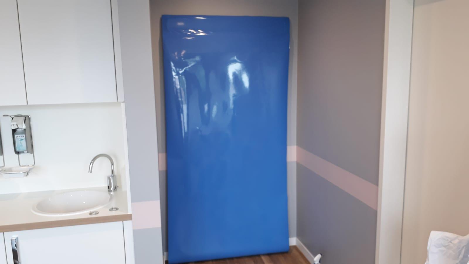 Möbelfolie vom Profi - Wir verkleben Küchen, Türen, Schränke ...